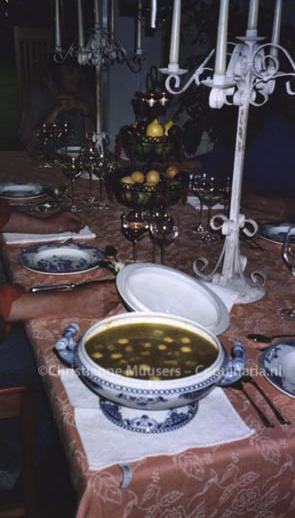 Aan tafel voor een dinertje met recepten uit de 19de eeuw