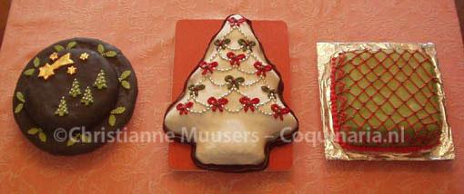 Drie gedecoreerde kerstcakes