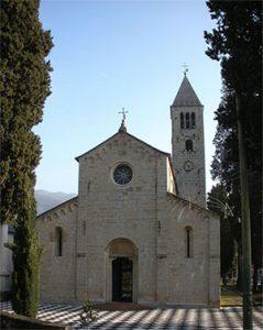 De kerk van de heilige Syrus in Genua, waar de relikwieën van 'de echte' sint Valentijn worden bewaard (bron: wikimedia)