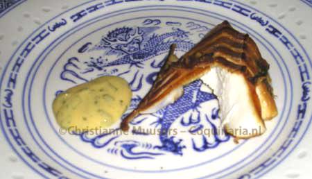 Chinese gerookte vis met mosterd-koriandersaus