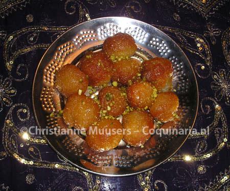 Gulab Jamun, gefrituurde deegballetjes