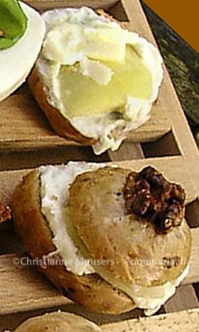 Walnotenbroodje met gorgonzola en peer
