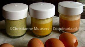 De gekleurde eiermengsels