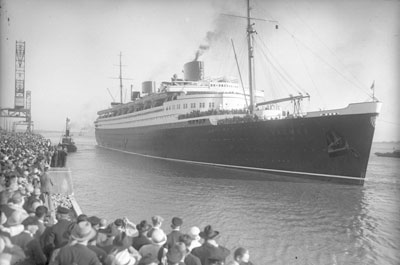 Passagiersschip Bremen, in 1929 gefotografeerd door Georg Pahl (Bundes-Archiv, Bild 102-1181).