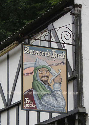 Sign of an Engelse Pub called 'Saracen's head' (photo Christianne Muusers)