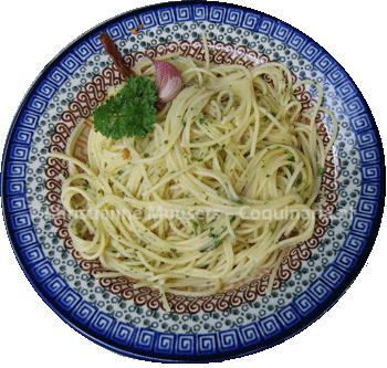 Spaghetti met knoflook, olijfolie en rode peper