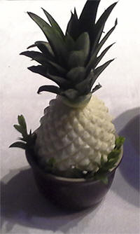 Ananasijs uit de ijsvorm