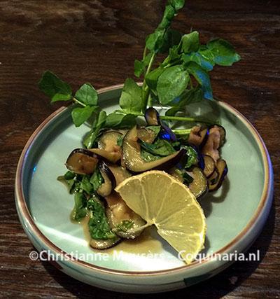 Sunomono van aubergine en waterkers