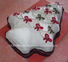 Kerstcake met ongekleurde (witte) glazuur