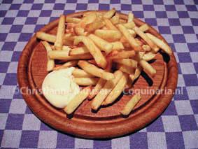Zelf gebakken frietjes met zelf gemaakte mayo