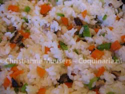 Close-up van gevulde sushi-rijst