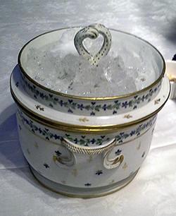 De serveerschaal voor ijs van Ivan Day, rond 1790 gemaakt in Angouleme