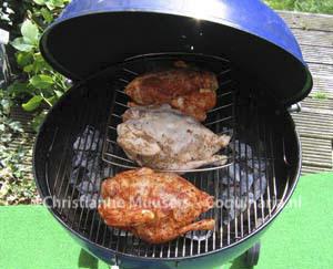 De middelste kip op de barbecue is de middeleeuwse gevulde kip