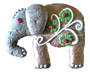 Een Aachener Print in de vorm van een olifant, versiert met spuitglazuur en suikerbloempjes