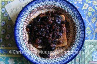 Sop van gedroogde pruimen en rozijnen