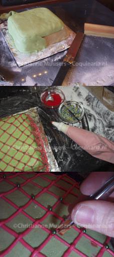 Bekleed de cake met rolfondant, decoreer met spuitfondant en bijvoorbeeld zilverpilletjes.