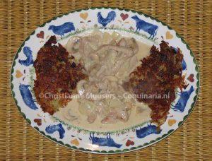 Twee rösti-bereidingen met kalfsvlees in roomsaus