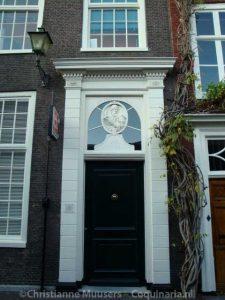 De katholieke (schuil)kerk in de Juffrouw Idastraat in Den Haag