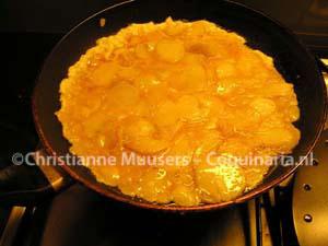 Aardappeltortilla in de pan