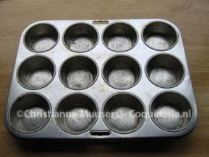 Tin for 12 muffins
