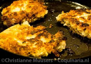Frying breaded vegetables cutlets