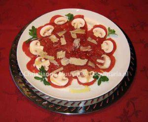 Carpaccio. Vergelijk de vleeskleur met de rode jurk van de dame op het schilderij van Carpaccio linksboven