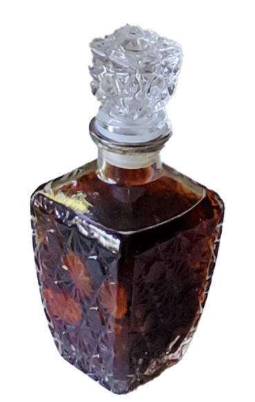Karafje met brandewijn en specerijen voor het Extract van Ypocras