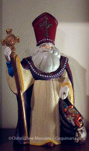 Painted gypsum sculpture of an old-fashioned Sinterklaas, or maybe a crossing between Sinterklaas and Santa Claus.