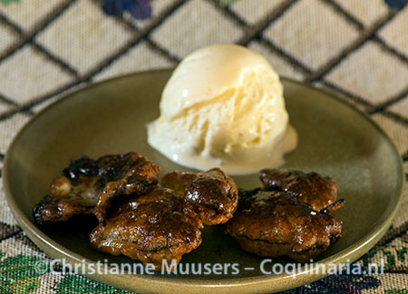 Vine-leaf fritters with ice cream