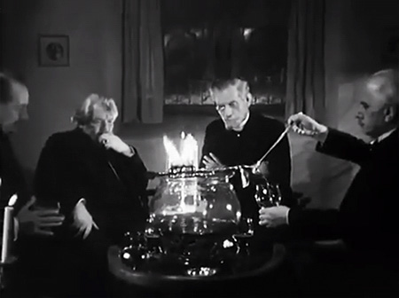 The beginning of the film Die Feuerzangenbowle (1944)