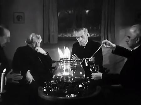 De openingsscene van Die Feuerzangenbowle (1944)