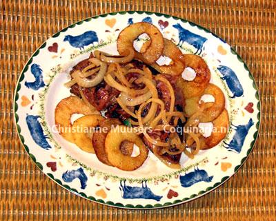 Kalfslever met appel en ui