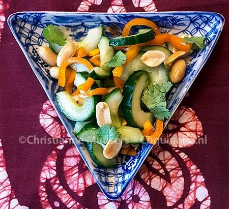 Thaise komkommersalade met pinda's