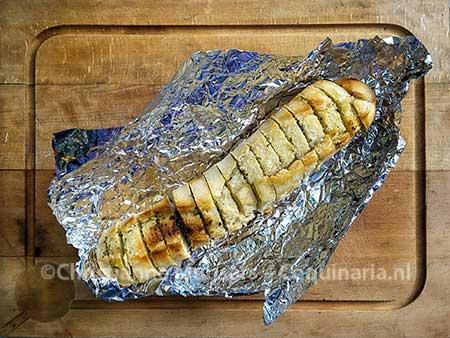Stokbrood met kruidenboter van de grill