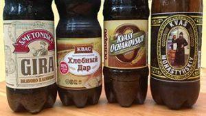 Flessen kvass van verschillende merken
