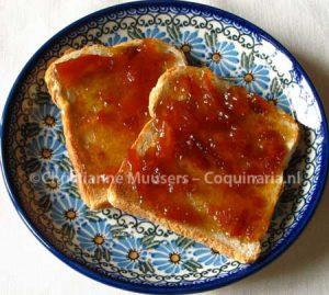 Twee boterhammen met zelfgemaakte marmelade