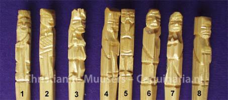 Detail van de eetstokjes met de acht onsterfelijken