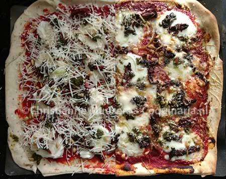 Vegetarische pizza voor en na het bakken