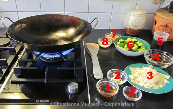 De ingrediënten voor Chinese roerbakgroenten