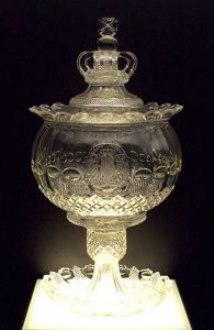 Kristallen punchbowl van het Spaanse koningshuis uit 1830. Bron: Wikimedia CC 3.0 Luis Garcia
