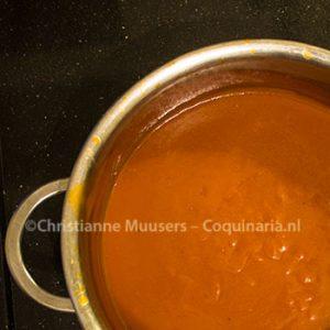 De sauce espagnole is klaar voor verdere bewerking